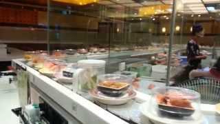Ресторан японской кухни и паровоз из суши.