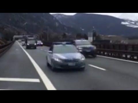 Ecco il passaggio in A22 del Brennero del camion con prime dosi vaccino Covid scortato dalla...