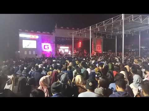 Berdua Saja - Payung Teduh feat Mocca Live in Padang