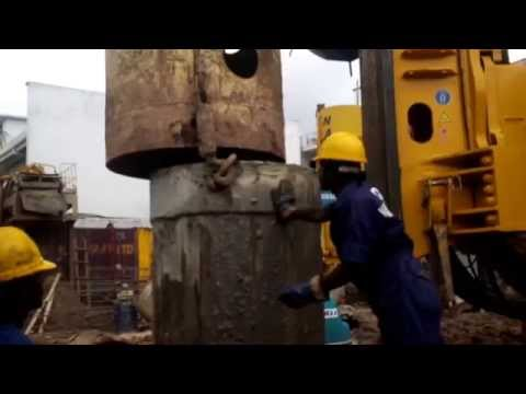 Hydraulic piling rig - Installation of a Casing pipe