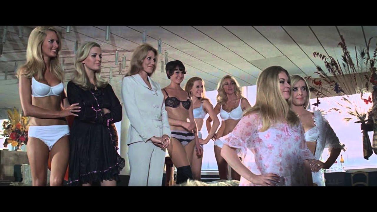 Download The Italian Job(1969) - Hotel scene