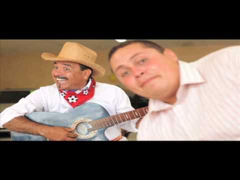 Jilijondio canta con unos amigos