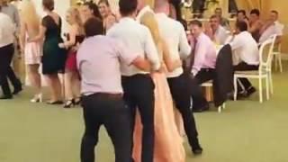 Крутой прикол на свадьбе.