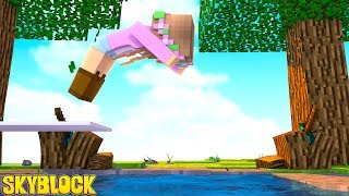 BUILDING A SWIMMING POOL ON MY ISLAND! Skyblock | Minecraft Little Kelly