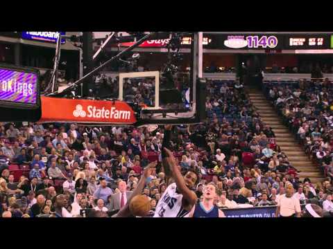 Derrick Williams Defies Gravity for the Poster Jam on Biyombo