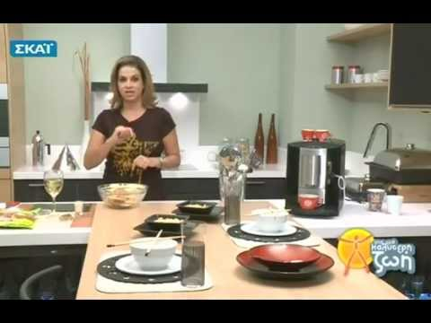 Η Μυρσίνη Λαμπράκη μαγειρεύει χοιρινά μπριζολάκια