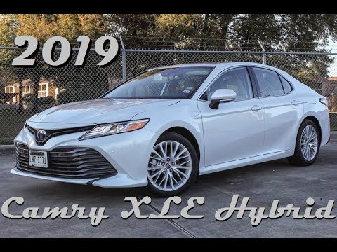 Toyota Camry XLE Hybrid Review & Drive || The Mid-Size King&#;s Got A Green Thumb