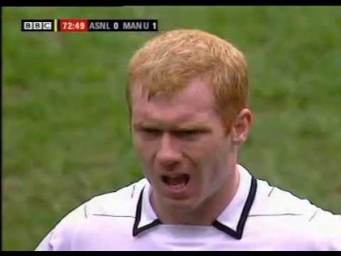 Scholes takes Reyes out