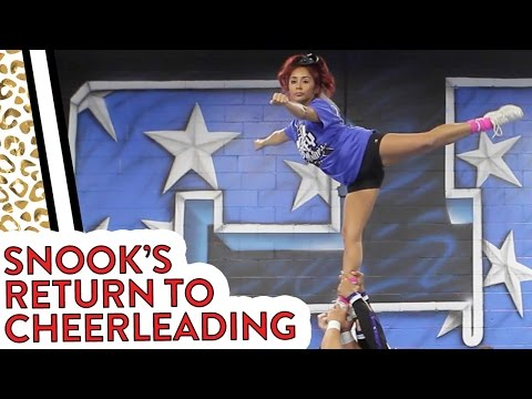 "Nicole ""Snooki"" Gets Back into Cheerleading!"