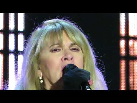 Stevie Nicks - Stand Back (Adelaide, 4 Nov 2017)