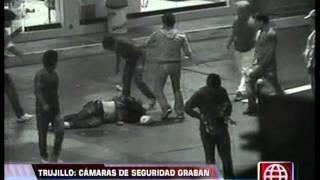 Cámaras de seguridad graban brutal golpiza a hombre en Víctor Larco.mpg