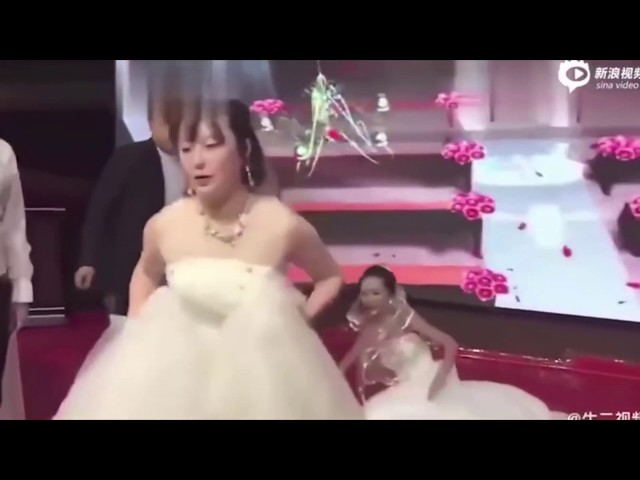 Chinese Couple S Wedding Crashed By Groom S Ex Girlfriend Dressed