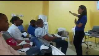 Impartiendo curso taller a empleados de Electro Muebles Viomal