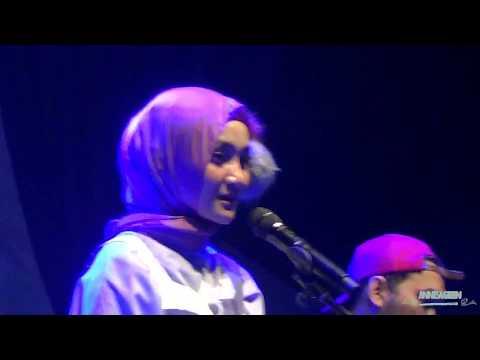 Obrolan Fatin di atas panggung at Sumarecon Bekasi 2017