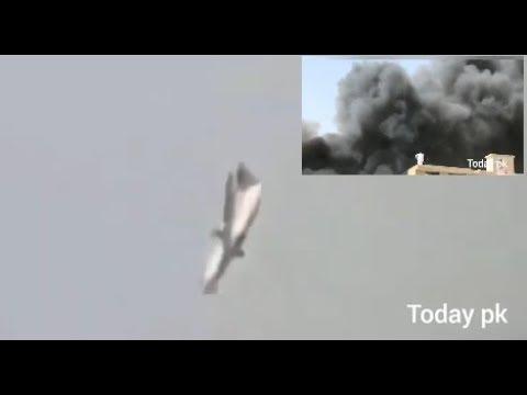 Avião caindo no Paquistão. 2020.
