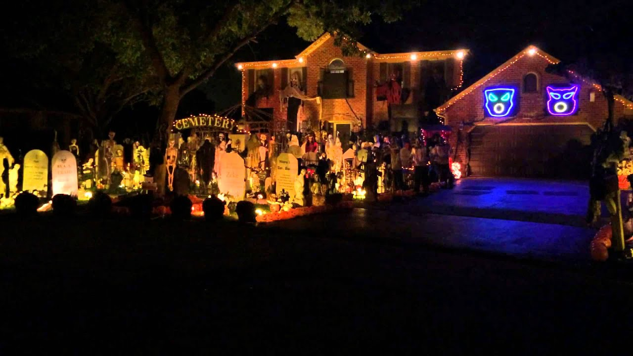 halloween 2014 light show queen bohemian rhapsody thomas halloween house naperville il youtube - Houses Decorated For Halloween
