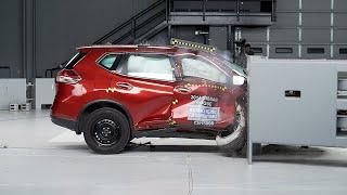2014 Nissan Rogue passenger-side small overlap IIHS crash test