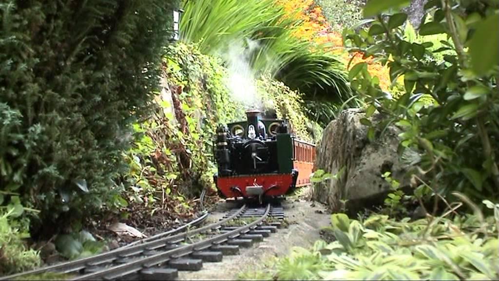 16mm Garden Railways in North Yorkshire - YouTube
