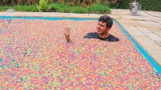 1 MILHÃO DE FROOT LOOPS NA PISCINA! thumbnail