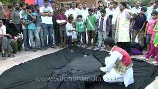 Breathtaking Magic street trick in India - levitating man!