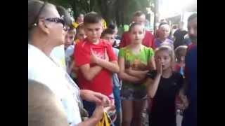 Тернополянка побила неповнолітню дитину на очах у перехожих!