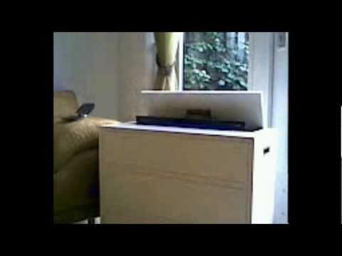 Ruime Tv Kast.Praktische Tv Oplossing Voor Mensen Met Weinig Ruimte