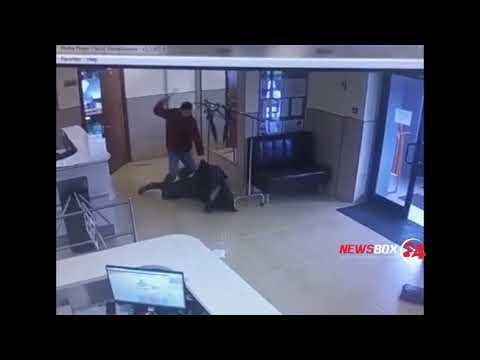 Появилось видео нападения мужчины с тесаком на сотрудника мэрии Южно-Сахалинска