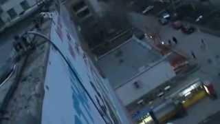 Монтаж рекламного баннера промальпами. Челябинск(Промышленные альпинисты выполнят высотные работы в Челябинске. Звоните, пожалуйста! Телефон 89514746908. Мы..., 2012-04-06T20:08:59.000Z)