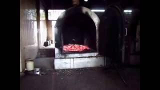 Oven Krematorium dibuka dan abu jenazah NG HUNG YUEN dibiarkan dahulu agar menjadi dingin.