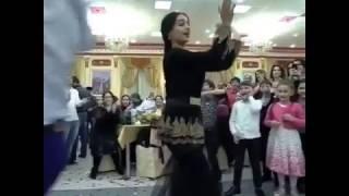 Индийский танец на свадьбе