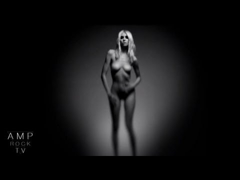 Taylor Momsen Naked In New Video!