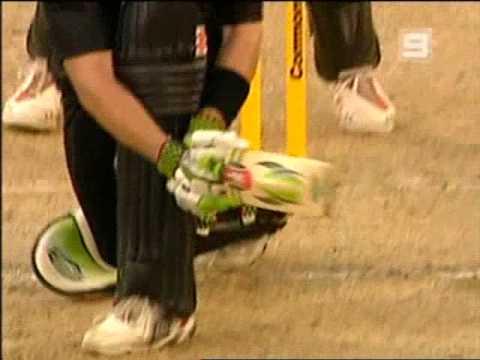 Awful Pakistan umpiring- Asad Rauf at Perth 2007 vs Lou Vincent
