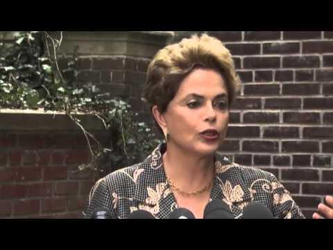 Dilma Rousseff conversa com jornalistas estrangeiros sobre momento político do Brasil