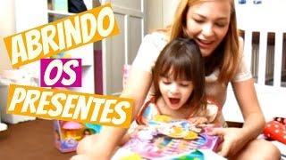 Abrindo os presentes do aniversário de 3 anos da Laura tema Dora Aventureira
