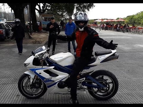 Review Triumph Daytona Triple
