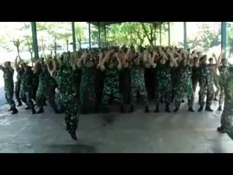TNI (Lagu yang bikin merinding) penuh semangat
