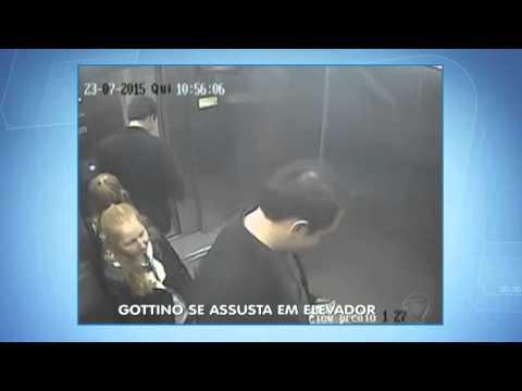 Distraído, Reinaldo Gottino leva um baita susto no elevador da Record; assista!