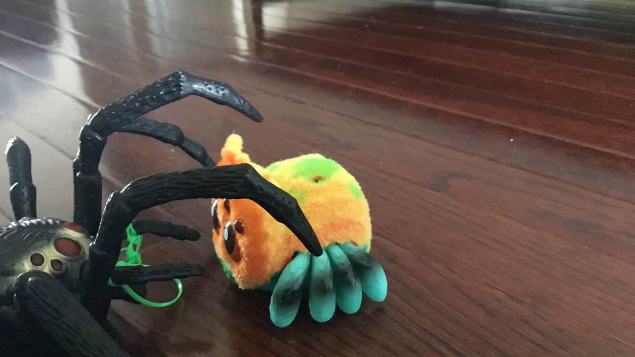 Spider Wars Ep 1 Toys R Us Giant Spider V S Hasbro Yellies Series