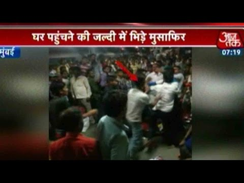 Travellers Fight To Get Onto Train At Lokmanya Tilak Terminus, Mumbai