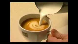 Kështu ndikon kafeja me qumësht në organizmin tonë, na bën mirë apo keq?