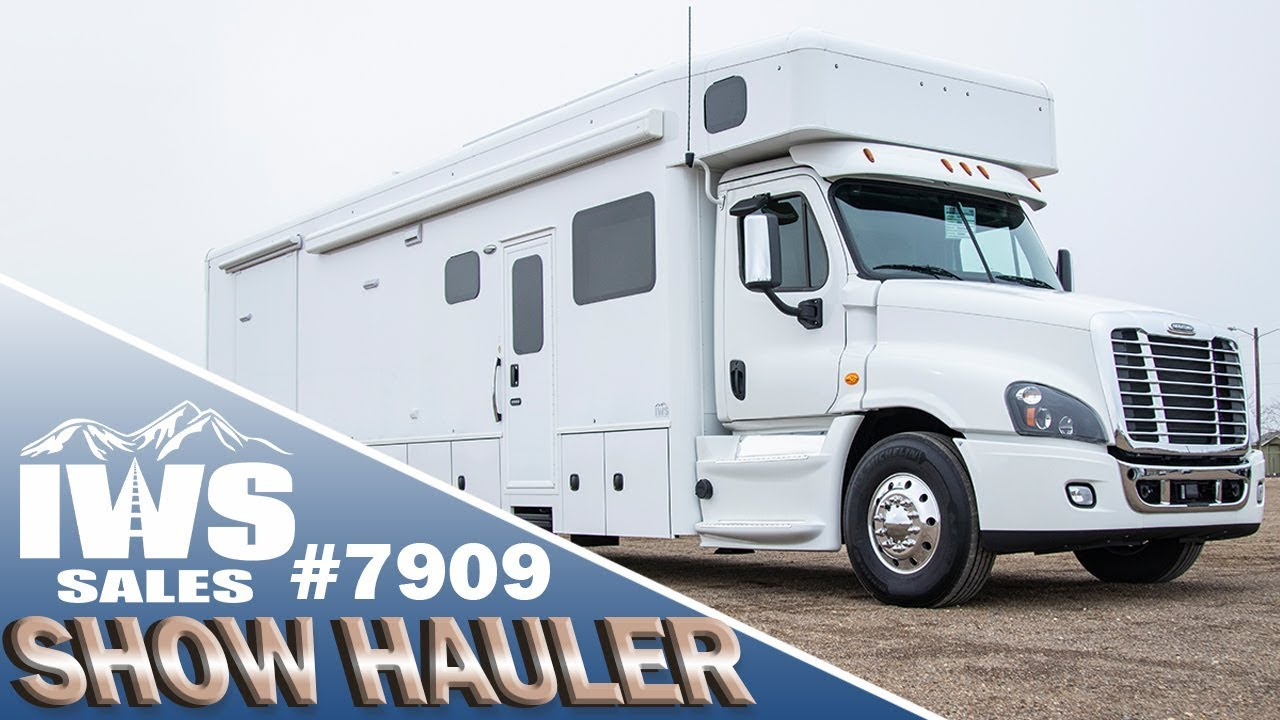 2019 White Show Hauler - 45' Freightliner Cascadia Chassis
