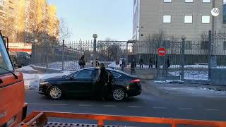 Дипломатический транспорт у здания Мосгорсуда