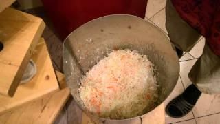 видео как солить капусту на зиму в ведре