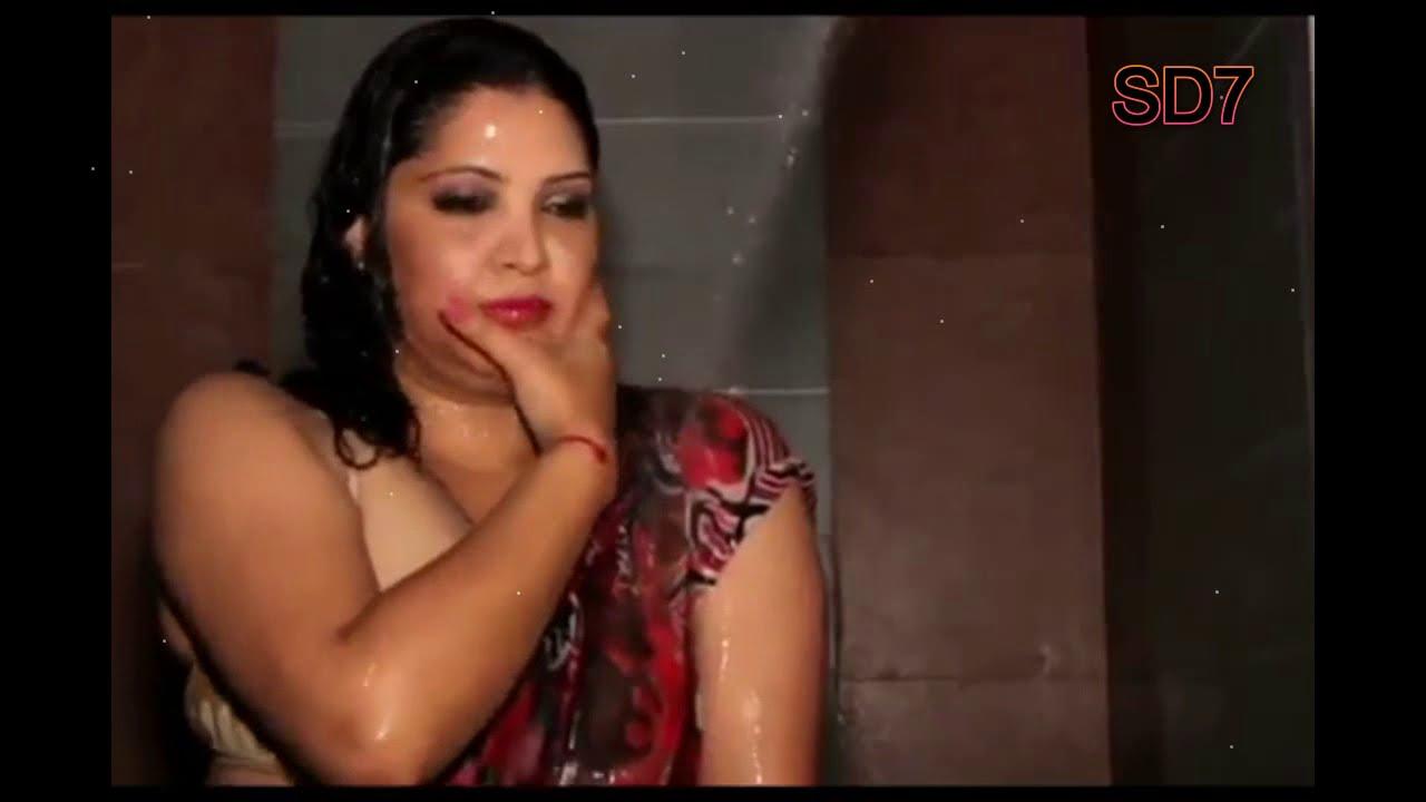 Download Wet Saree model