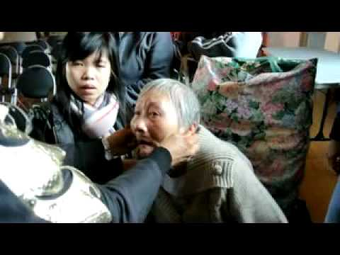 Trị bệnh cho bà cụ tại Melbourne Event Part 2 - Doi Dua Than Ky