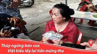 Sau khi trả 174 triệu cho Dì 3, cô Thuý ngừng phụ bán cua và Việt Kiều lấy lại tiền mừng thọ