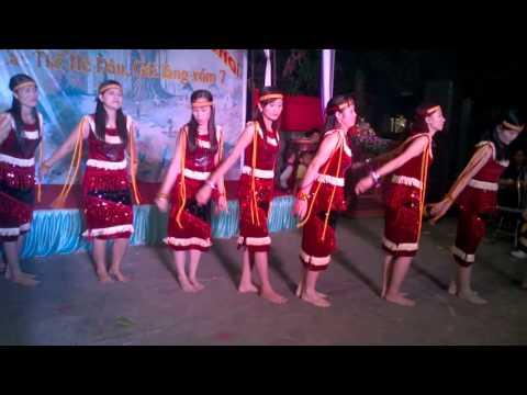 Múa chuyện tình trên thảo nguyên do Đội văn nghệ xóm 7 biểu diễn WP 20151018 20 06 05 Pro