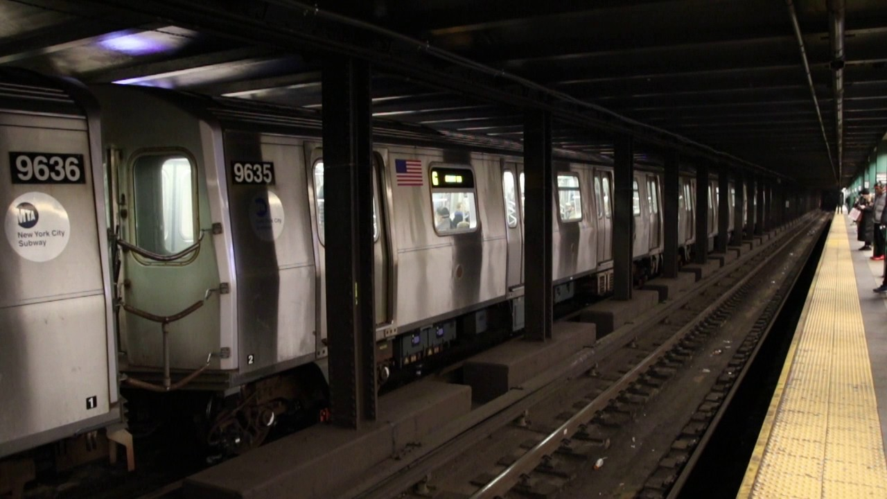 MTA NYC Subway G trains (R160) at Metropolitan Ave