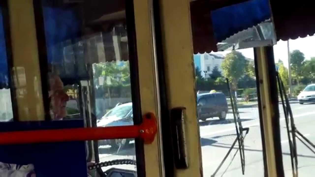 Șofer de troleibuz, își face cruce și riscă cu pasagerii