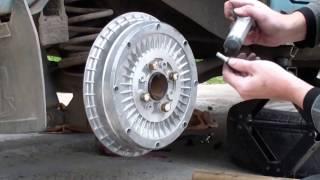 видео Замена задних тормозных колодок ВАЗ 2107